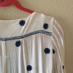 Free People Tops - Free people one reminded of Daises tunic